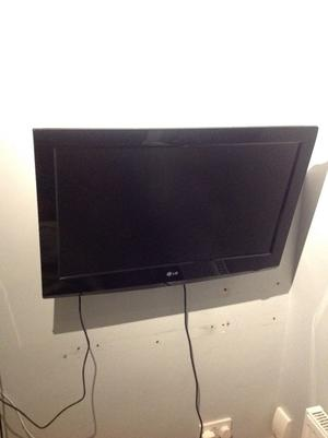 "LG 32"" TV with wall bracket for sale"