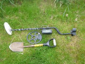 TESORO CMD WOLFTRAX MOTION METAL DETECTOR TWO COILS AND MINI SPADE