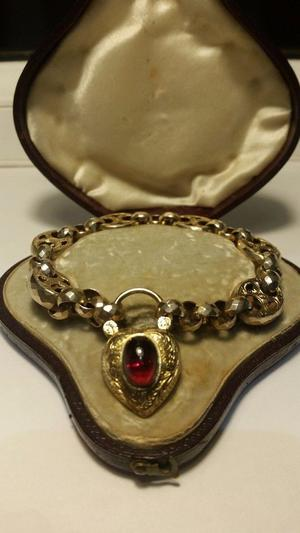 Victorian 15ct Gold Mourning bracelet and padlock