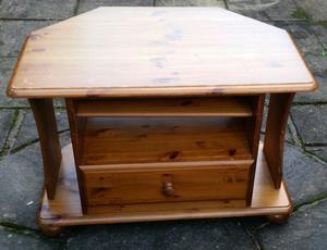 tv table, pine wood, 1 drawer + 2 shelves, 80cm x 53cm x 54cm. In used but good condition.