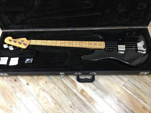Fender  Rodger Waters Signature Bass inc Fender Hard Case.