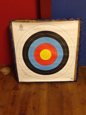 Straw bow and arrow target 90 cm x 90 cm with 9 paper targets