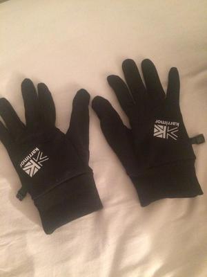 Black thermal karrimore gloves