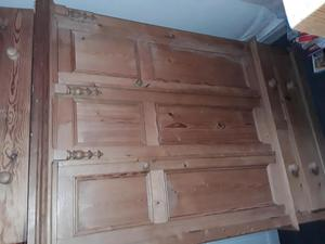 Double wardrobe with two bedside tables in pine