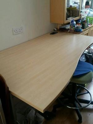 Shaped sturdy office desk