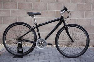Giant Hybrid bicycle very lightweight commute