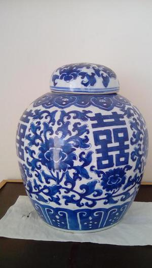 LARGE CHINESE GINGER JAR WITH LID SIGNED AT BASE