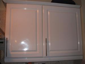 B&Q Chilton Gloss White Kitchen Doors with Rod Handles