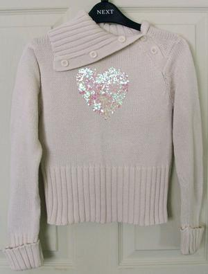 PRETTY GIRLS JUMPER WITH GLITTER HEART DETAIL - AGE 6-7 YRS
