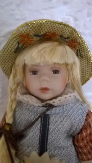 Porcelain doll (1), new