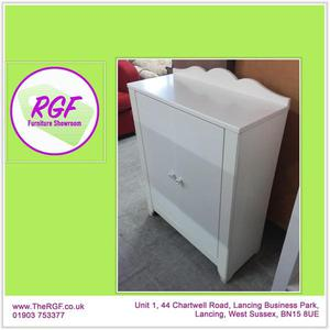 SALE NOW ON!! Small Shelving Cupboard - Local Delivery £19