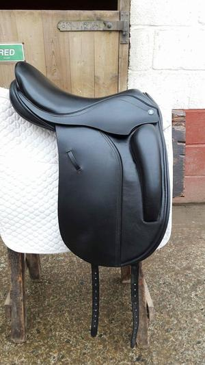 Stunning Barnsby Dressage saddle. 17 inch, x wide.