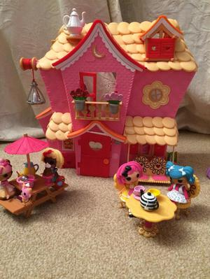 Lalaloopsy Dolls House and Dolls