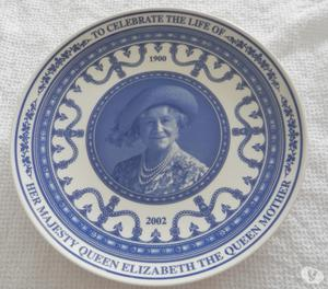 WEDGWOOD COMMEMORATIVE PLATE - THE QUEEN MOTHER