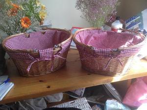 2x wicker picnic baskets/confetti baskets