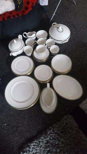 46 piece royal dalton dinner service