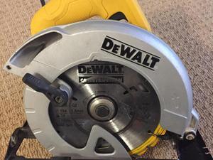 DeWALT DWE560 Circular Saw W 230V 184mm