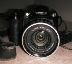Fuji Fujifilm FinePix S Digital Camera 5.1 Mega Pixels 10x Optical Zoom 4GB Card Black