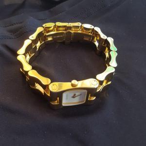 Ladies Gucci designer watch.. Used..