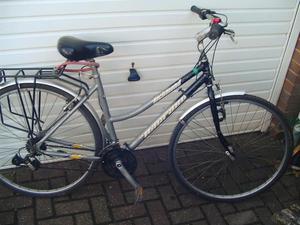 Ladies Hybrid Touring/Town bike. 19 inch medium size frame.