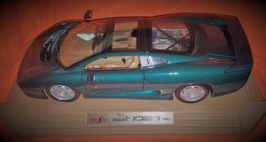 Maisto 1/12 Scale Diecast Jaguar XJ220 - Green