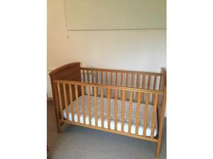 Mamas & Papas cotbed in good condition with mattress. in