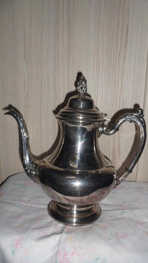 ONEIDA, VINTAGE SILVER PLATE DECORATIVE LARGE COFFEE POT
