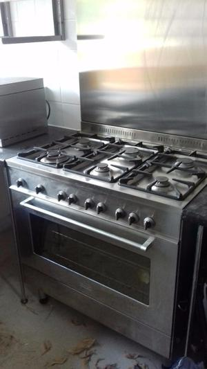 Stainless Steel Cooker, Splash back and Extractor