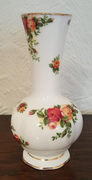 Vintage Royal Albert Rosebud Vase - Old Country Roses - Ideal Gift