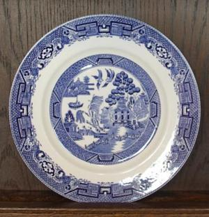 Vintage Willow Pattern Plate, 222mm Diam, Made in England.