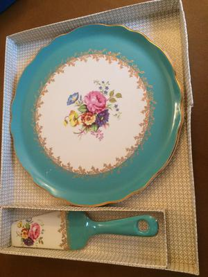 Vintage cake plate and slice