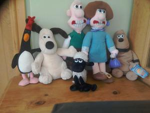 Wallace and grommit set of 6 characters.£