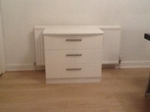White 2 X 3 drawer chest bedroom furniture