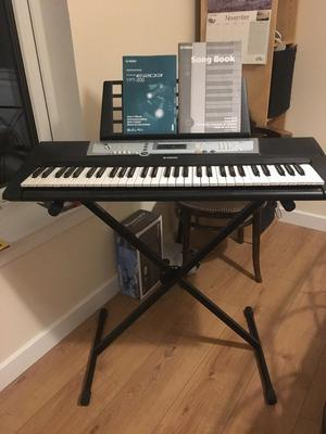Yamaha YPT 200 electronic keyboard and stand