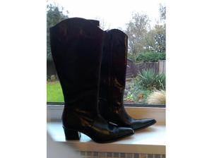 BLACK LEATHER COWBOY STYLE BOOTS in Hull