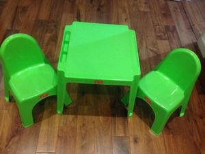 Childrens Table and Chair Set for Indoor/outdoor play -