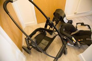 Graco Evo Travel System Black with Isofix attachment