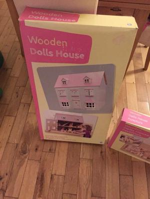 KIDS WOODEN DOLLS HOUSE AND FURNITURE