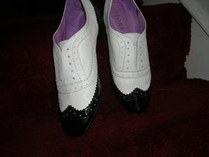Ladie Shoes. brogues size 5 leather