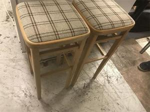 PRE-OWNED STOOLS X2