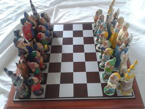 Snow White Chess Set