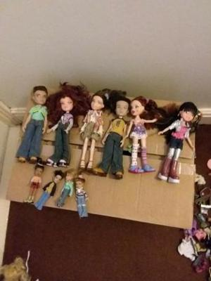 Brats Dolls and clothes bundle in Brats case