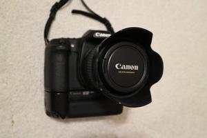 Canon EOS 40D camera with flash & battery grip