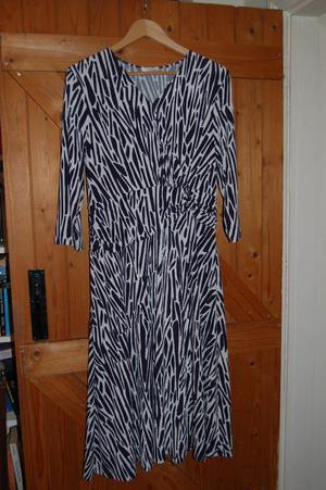 Eastex blue & white striped knee length dress size 12 with v neck