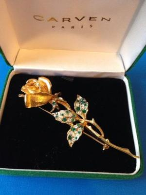 Exquisite gold plated flower brooch.