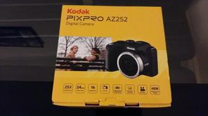 Kodak Pixpro AZ 252 Bridge Camera 16.1 Mega Pixels + 8GB Memory card