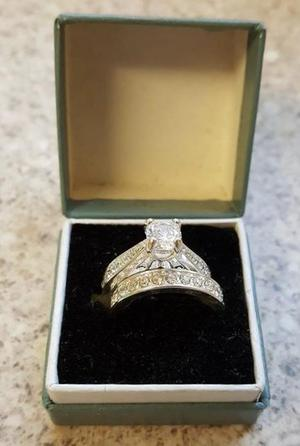Ladies Stirling silver matching ring set.. NEW BOXED.