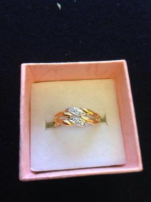 Pretty 14ct /585 gold diamond ring