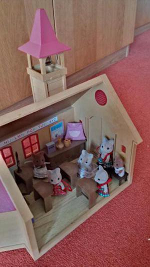 Sylvanian Families Vintage School House with Teacher, Pupils
