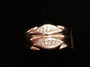 Unusual design 14carat / 585 gold diamond ring.